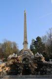 Obelisco de la fuente en Schoenbrunn Imagen de archivo