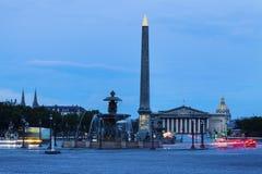 Obelisco de Luxor en la plaza de la Concordia en París imagen de archivo