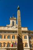 Obelisco de Montecitorio y de Palazzo Montecitorio en Piazza di Mo Imagenes de archivo