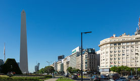 Obelisco e avenida 9 de Julio Imagens de Stock Royalty Free