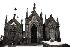 Obelisco en el cementerio viejo fotos de archivo