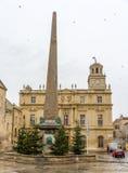 Obelisco en el Place de la Republique en Arles Foto de archivo