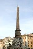 Obelisco en la plaza Navona, Roma foto de archivo