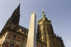 Obelisco famoso della st Vitus Cathedral e di Praga Fotografie Stock