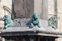 Obelisco Provence Francia de los leones de Arles foto de archivo