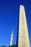 Obelisco y mezquita azul Imágenes de archivo libres de regalías