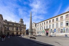 Obelisk in Arles, Frankreich lizenzfreies stockfoto