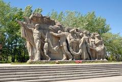 Obelisk commemorativo della seconda guerra mondiale su Mamayev Kurgan fotografia stock libera da diritti