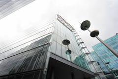 Obelisk och modern byggnad Fotografering för Bildbyråer