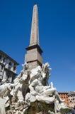 Obelisk på piazza Navona i Rome Arkivbilder