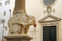 Obelisk Santa Maria Minerva Bernini w Rzym fotografia royalty free