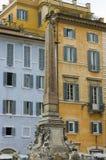 Obelisk sobre uma fonte, Fotografia de Stock