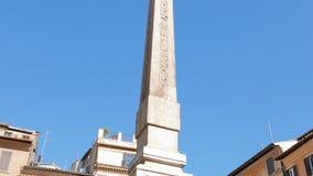 Obelisk van Fontana del Pantheon Mooie oude vensters in Rome (Italië) stock video