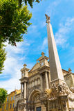 Obelisk voor Eglise DE La Madeleine in Aix en Provence stock afbeelding