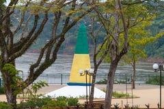 Obelisken på den trefaldiga gränsen En gränsmärkegräns Arkivfoto