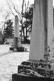 Obeliskgravstenar i vinter arkivfoton