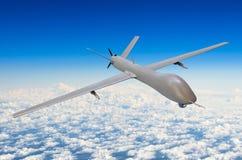 Obemannade moln för blå himmel för bakgrund för militärt flygplan Arkivfoto