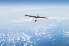 Obemannat flyg- medel i himlen Arkivbilder