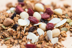 Oben geschlossen und gesundes Lebensmittel des Unschärfefrühstücks, Granola, musli, Organ Stockbilder