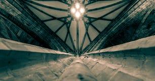 Oben schauen entlang einer Säule in Richtung zur Decke von Worcester Cathe lizenzfreie stockfotografie