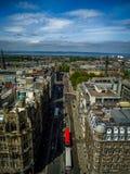 Obenliegende Ansicht der europäischen Straße Stockfotos