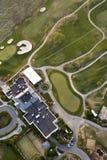 Obenliegende Ansicht des Hotels und des Golfs lizenzfreie stockfotografie