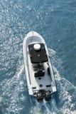 Obenliegende Ansicht des Motorboots Stockbild