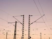 Obenliegende Bahnverdrahtung - Stromleitungen Lizenzfreie Stockfotografie
