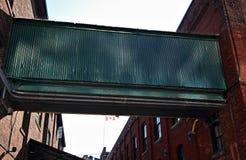Obenliegende Gebäudeverbindung Lizenzfreie Stockfotografie