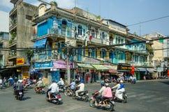 Obenliegende Stromkabel werfen eine Drohung zu den Bewohnern von Saigon auf Lizenzfreie Stockbilder