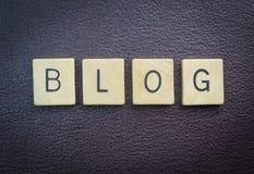 Obenliegender Schuss des Blogwort-Konzeptes Stockfotos