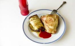 Oberżyna z marchewkami i złotym kurczaka udem Obrazy Royalty Free