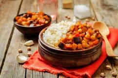 Oberżyny i pomidoru chickpea curry z ryż obraz royalty free