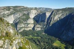 Ober und fällt niedriger in Yosemite Nationalpark stockfotos