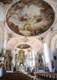 OBERAMMERGAU NIEMCY, MAJ, - 05, 2016: Wewnętrzna architektura i dekoracje święty Peter i Paul katolika parafia Zdjęcie Royalty Free