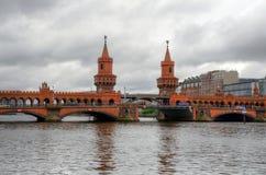 oberbaum γεφυρών του Βερολίνο&upsi Στοκ φωτογραφία με δικαίωμα ελεύθερης χρήσης