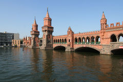 Βερολίνο oberbaumbrucke Στοκ εικόνα με δικαίωμα ελεύθερης χρήσης