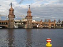 Oberbaumbrug en Fuif Stock Foto's
