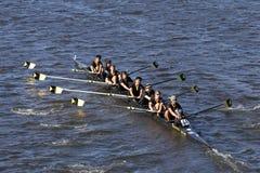 Obere Arlington-Mannschaft läuft im Kopf von Charles Regatta Men-` s Jugend acht Stockbild