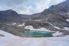 Oberer Eissee under den Dachstein glaciären nära till tte för Simonyhï ¿ ½ i österrikiska fjällängar under sommar, Salzkammergut  Royaltyfri Fotografi