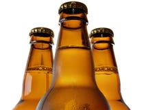 Oberer Teil von drei Bierflaschen lizenzfreie stockfotos