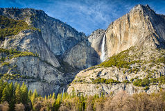 Oberer Yosemite und fällt niedriger Stockfotografie