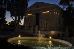 Oberes Barrakka-Garten-La Valletta Malta nachts lizenzfreie stockbilder