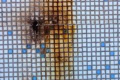 Oberfläche der alten kleinen quadratischen Fliesen mit Rost Lizenzfreies Stockfoto