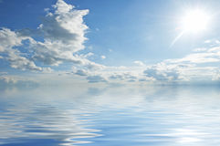 Oberfläche des blauen Wassers Lizenzfreies Stockfoto