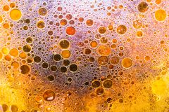 Oberfläche des Wassers und des Öls stockbild