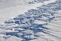 Oberfläche eines Gletschers Stockfotos