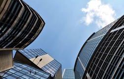 Oberfläche von Wolkenkratzern gegen den Himmel Lizenzfreie Stockfotografie