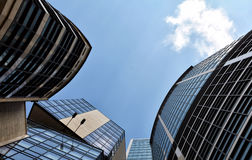 Oberfläche von Wolkenkratzern gegen den Himmel Lizenzfreie Stockbilder