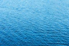 Oberflächenhintergrund des blauen Wassers für Design Lizenzfreie Stockbilder